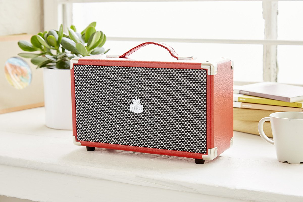 bluetooth retro speaker may well be the finishing touch your music collection needs.